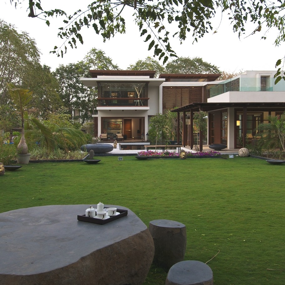 Courtyard house by hiren patel architects gujrat india - Maison courtyard hiren patel architects ...